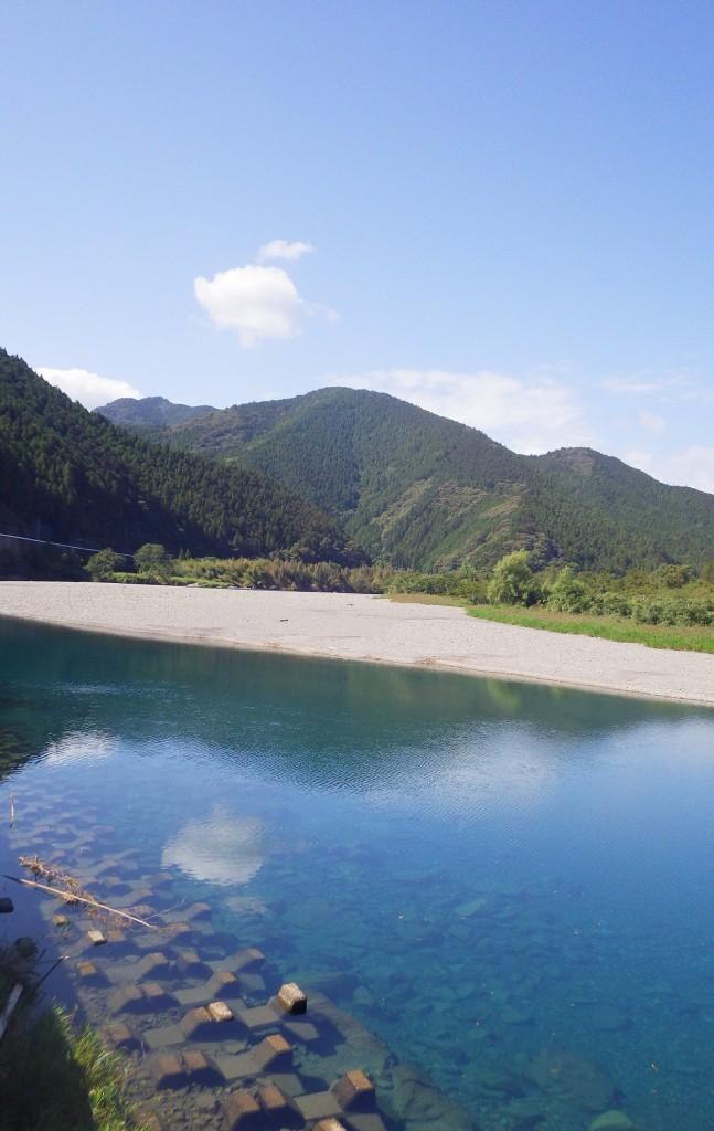徳島県の美しい川を旅する体験プログラムをご用意しております。1